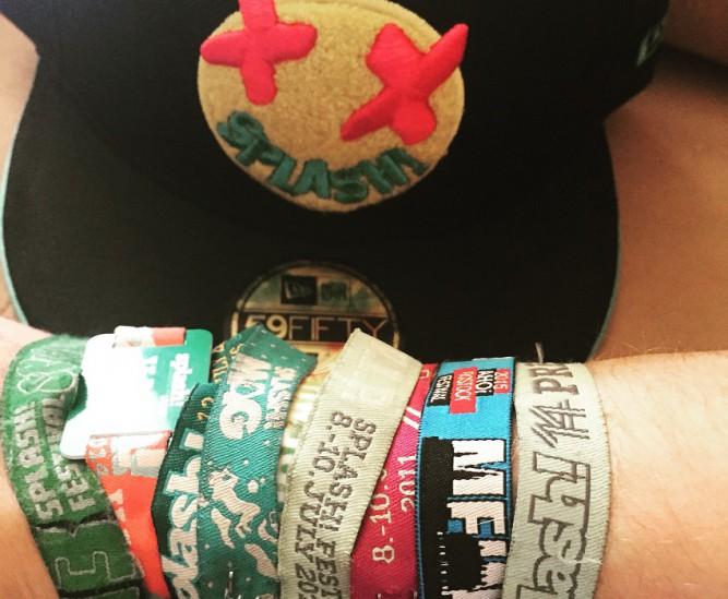 new-era-splash-cap-sample-festival-armbänder